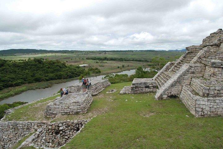 Vista a la laguna de la Zona Arqueológica Chinkultic. Foto: CurlyEarley