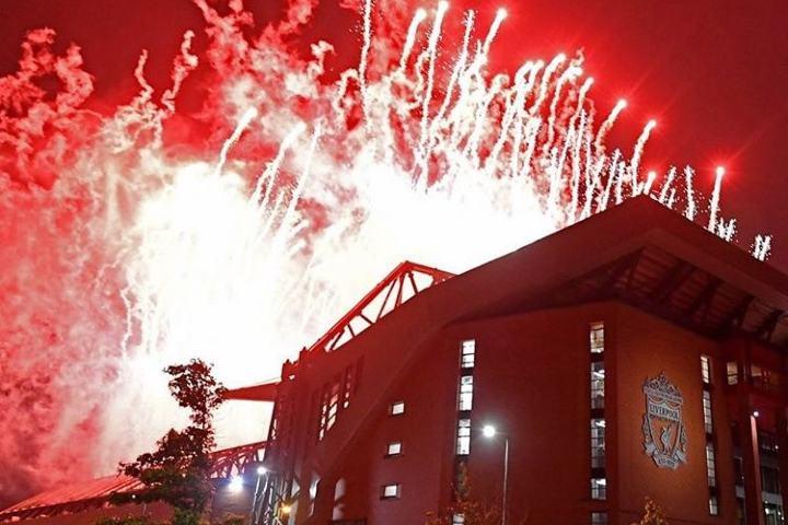 Vista desde fuera del Estadio Anfield. Foto: lfc.italianbranch