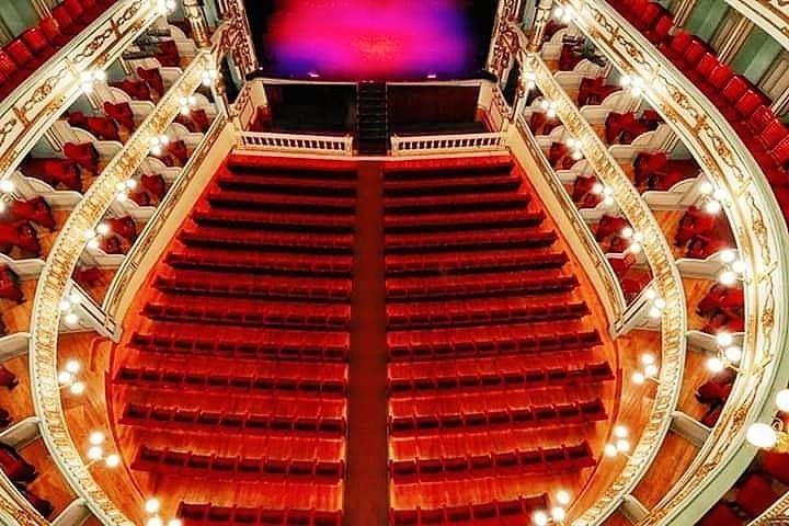 Vista-panoramica-desde-lo-alto-hacia-el-escenario-Foto-teatromalcala