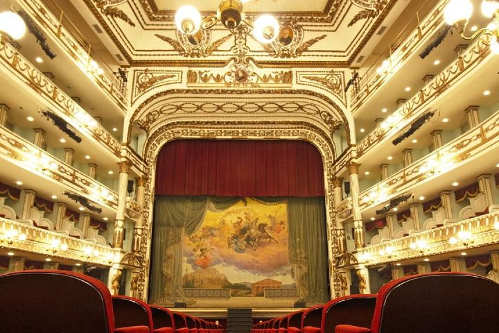 Vista posterior al escenario del Teatro Macedonio Alcalá. Foto: teatromalcala