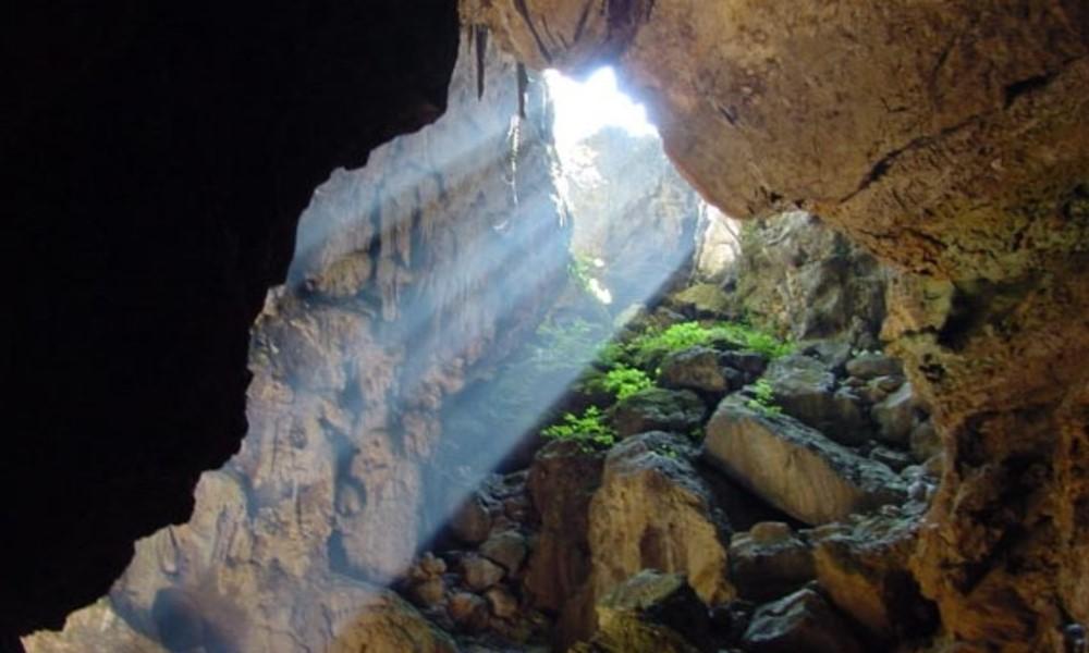 Entrada a la Cueva de los Riscos. Foto: ciudadypoder