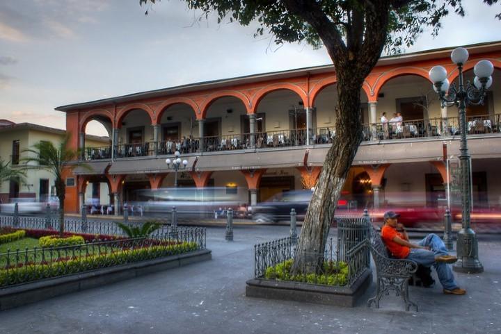 Portal de Zevallos visto desde el parque. Foto: Anwar Vazquez