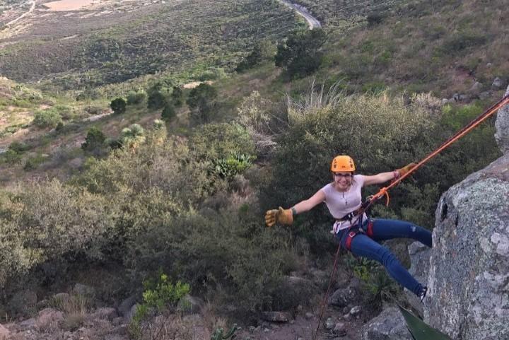 Rapel, una de las actividades que podrás realizar en el Cañón de los Milagros. Foto: descubreteviajando