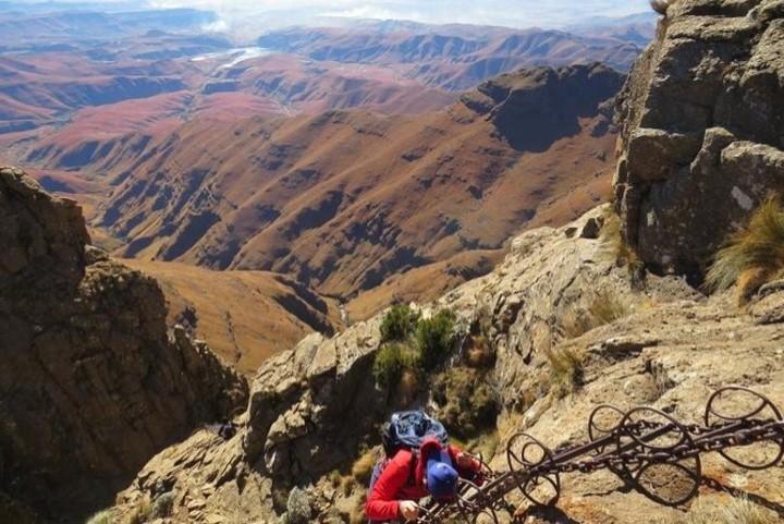 Alpinismo para poder subir a la cima de las cascadas. Foto: viator