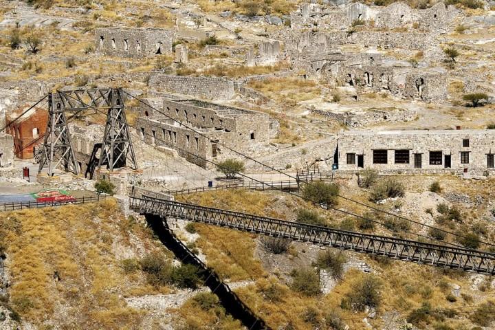 El famoso puente del Pueblo fantasma de Ojuela Foto: Gob