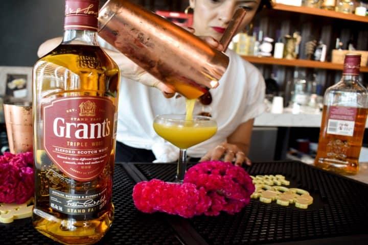 ¡Un cocktail de flor de cempasúchitl listo para disfrutar! Foto: Archivo