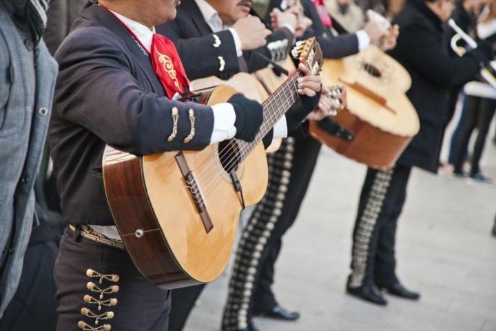 20170912001502-mariachi