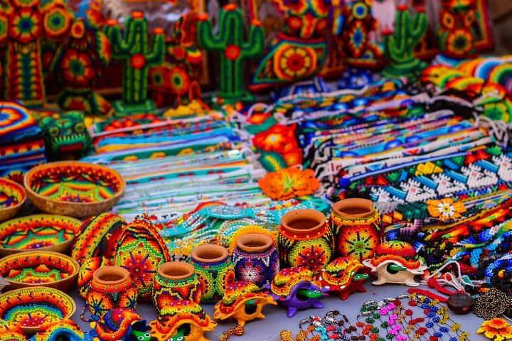 Artesanías de TlaquepArte Foto: Grupo Sanda