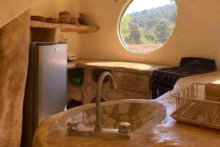 Cocina de piedra. Foto: cabanas_mazamitla_la_sierra