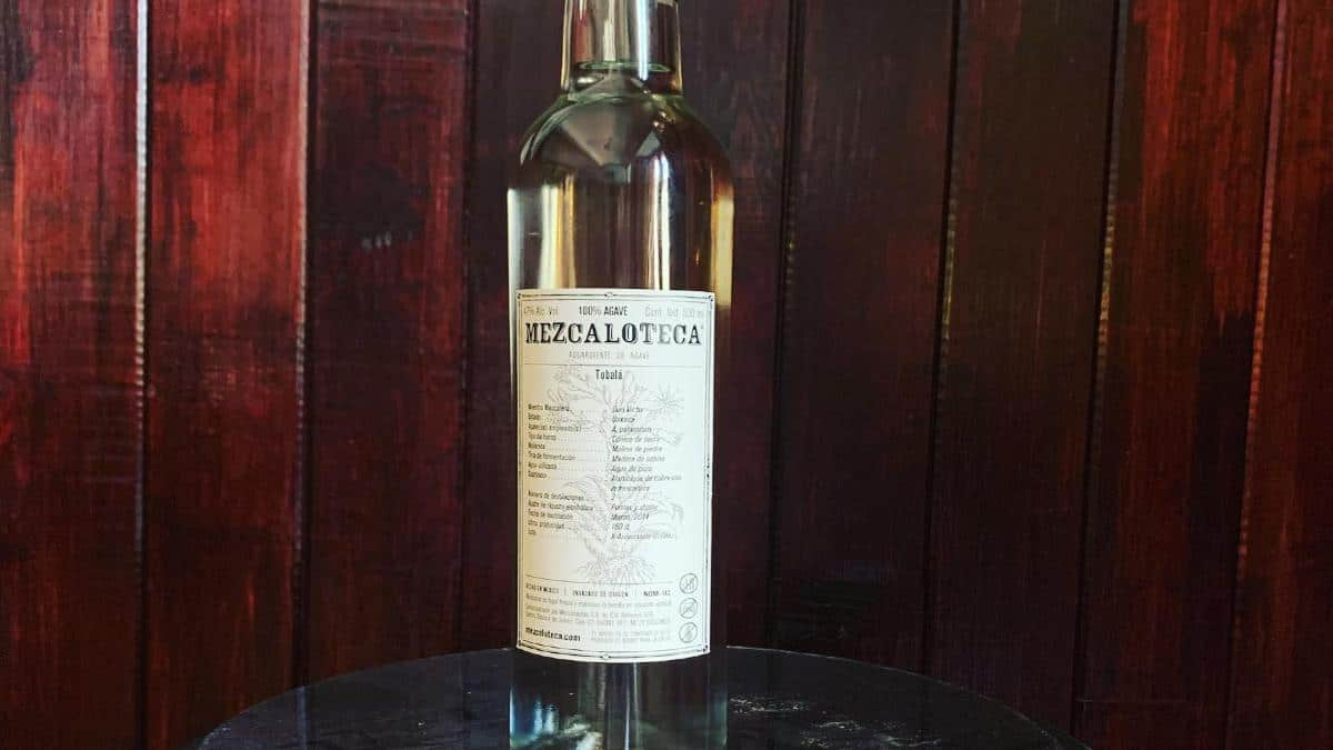 Botella de Mezcal. Foto Facebook Mezcaloteca