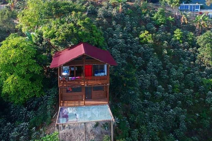 Cabaña de dos pisos. Foto Facebook Hostal Sierra Minca.