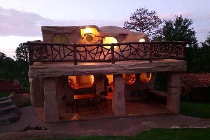 Hospedarte en esta cabaña hará tu viaje completamente diferente. Foto: cabanas_mazamitla_la_sierra
