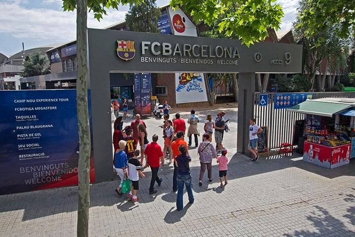 Para llegar, debes tomar la línea 5 (Collblanc y Badal) y la línea 3 (Maria Cristina, Palau Reial y Zona Universitària). Foto: Parkimeter