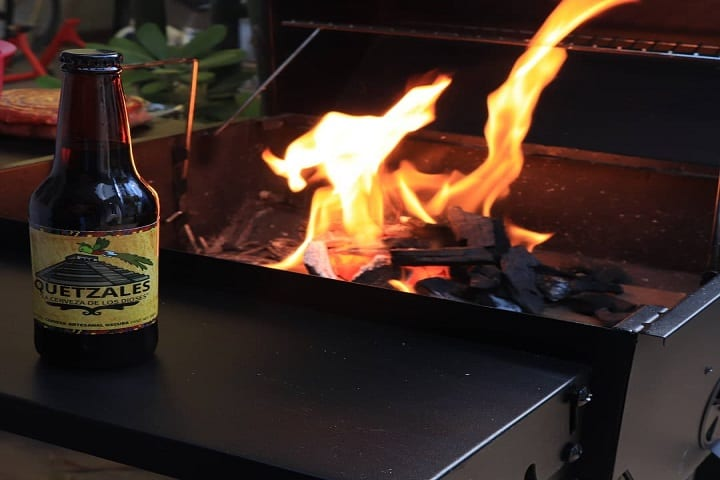 ¿Qué esperas para tener tu propia cerveza de Quetzales en tu mesa? Foto: Cervecería Quetzales