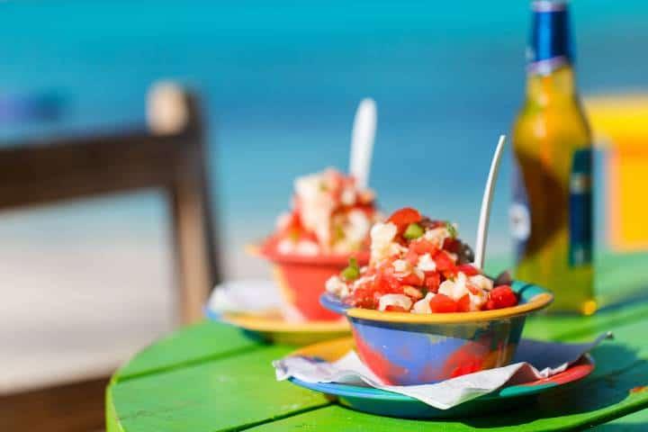 Ceviche en la playa Foto: Adeprotur