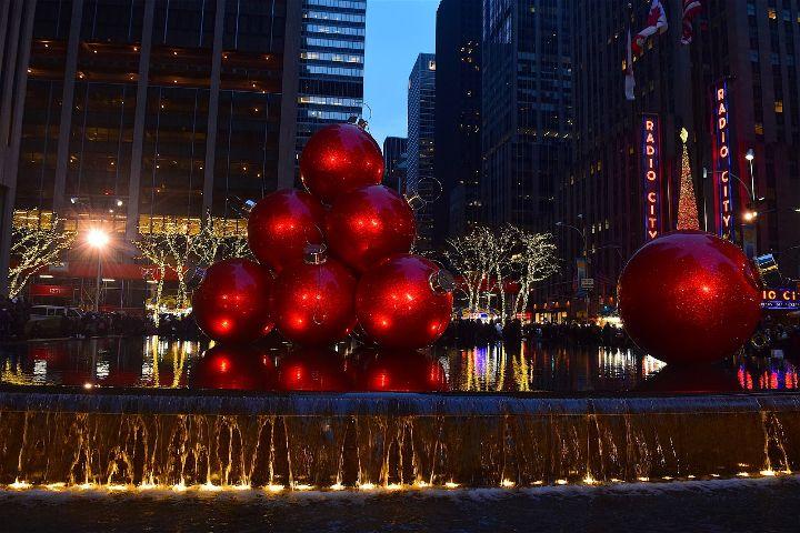Ciudades iluminadas en Navidad. Foto Robert Jones.