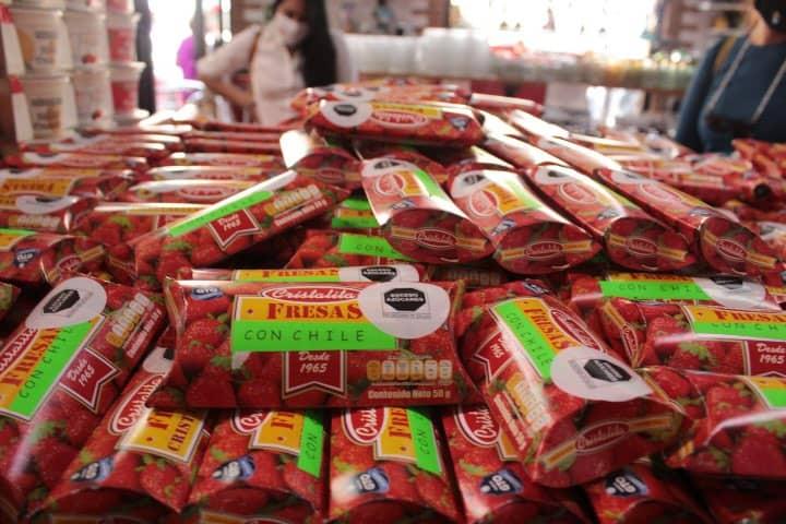 Compra productos locales en la Ruta de la Fresa en Irapuato. Foto: Grace Sánchez
