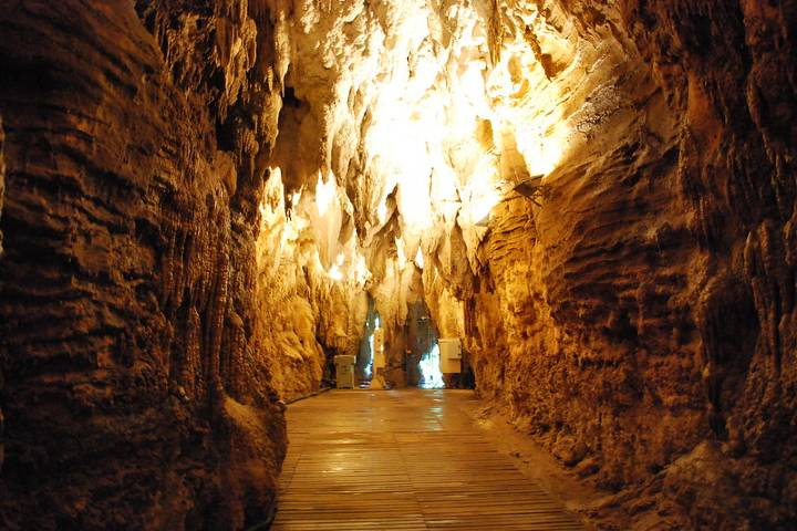Cueva Aranui. Foto: RobertNZ12