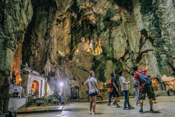 Cueva turistas Foto: Local Buddy Tours