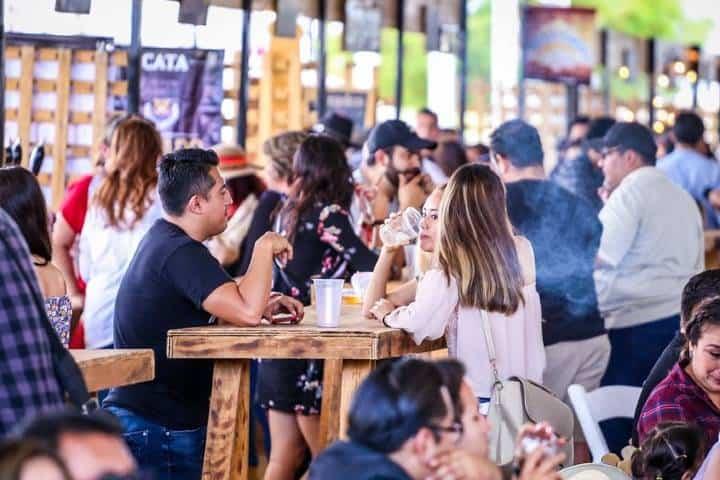 Dentro del Parque Guanajuato Bicentenario encontrarás muchísimos lugares para comer. Foto: PGB