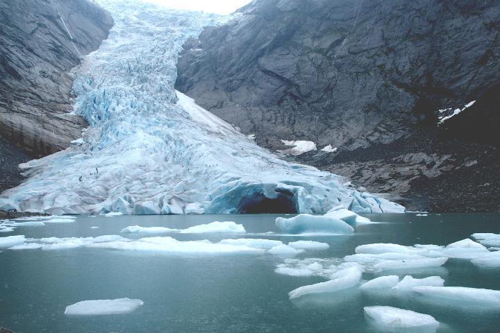 Lago al final del glaciar Foto: Excursiones por el mundo