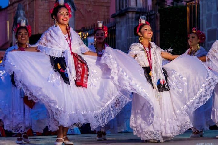 Los tradicionales de nuestras raíces Mexicanas en la Feria Nacional de la Plata Foto: Routon