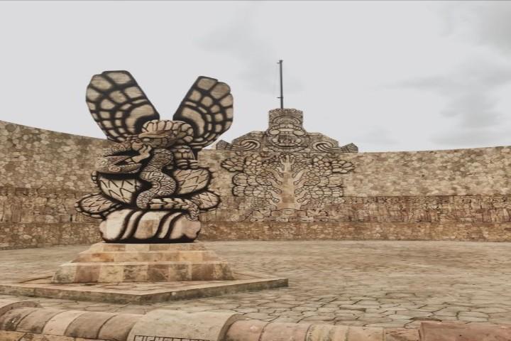 Monumento a la patria en Yucatán. Foto VSCO