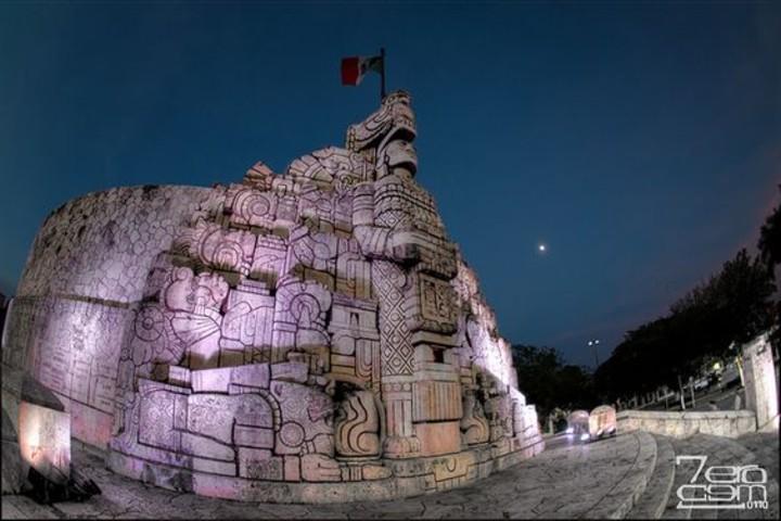 Monumento a la patria en Yucatán. Foto flickr.