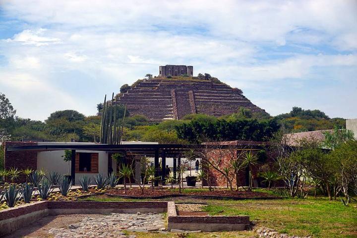 Vista de la pirámide de la zona arqueológica desde el Museo El Cerrito Foto: Reconociendo México