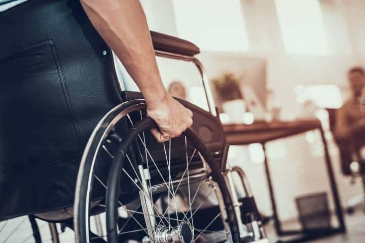 Persona en silla de ruedas Foto: Archivo