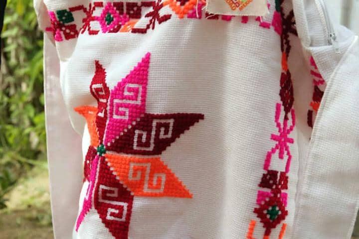 Bordados de la ropa de mujeres. Foto: gobmx
