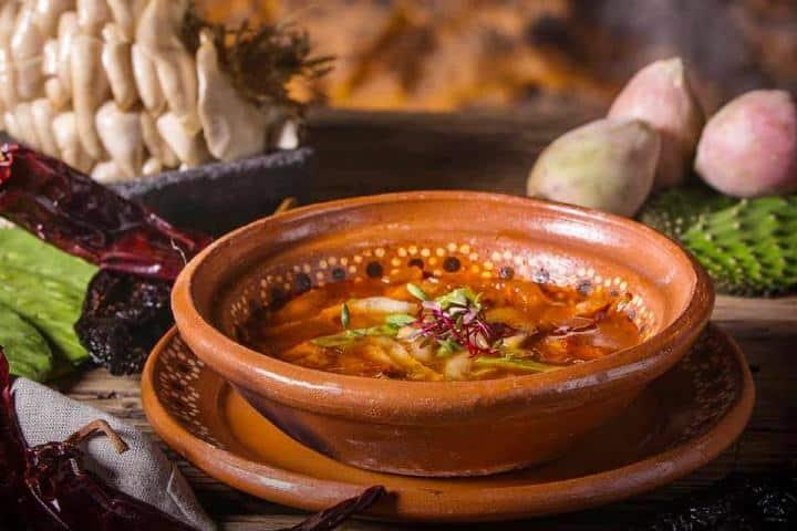 Sopa-de-Setas-con-Xoconostles-y-Nopales.-Foto_-Fb-La-Gruta