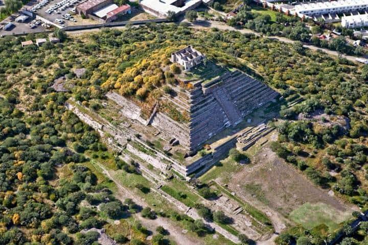 Toma aérea de la Gran Pirámide en la Zona Arqueológica El Cerrito Foto: Queretanizate