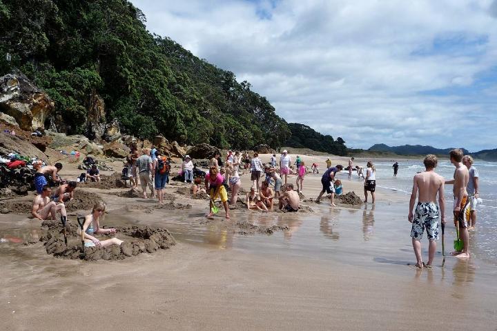 Turistas en Hot Water Beach Foto: La Sexta