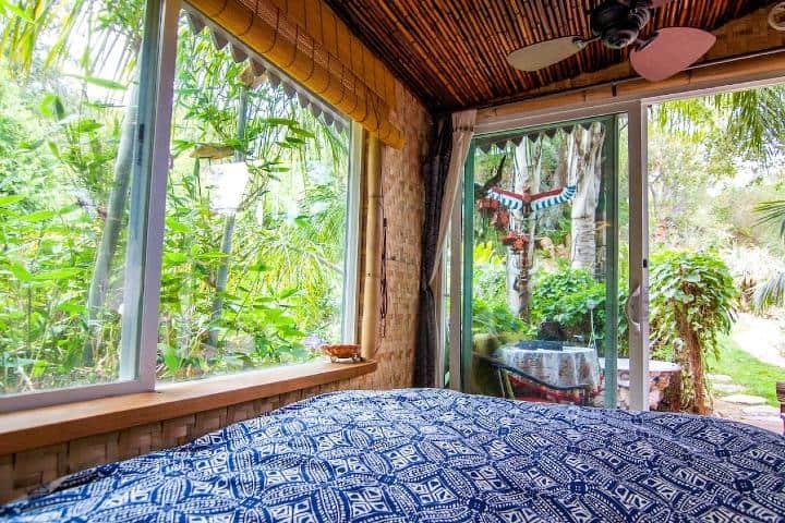 Vista desde la cama de la cabaña Foto: Airbnb