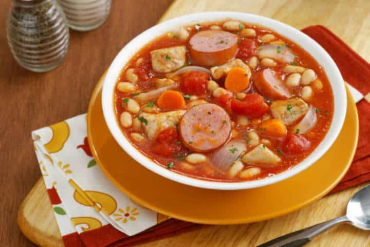 sopa de chorizo con frijoles.imagen:Restaurante Xanat. Archivo