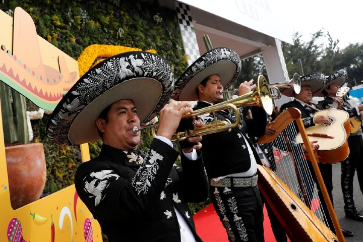 mariachis-presentes-autodromo-hermanos-rodriguez