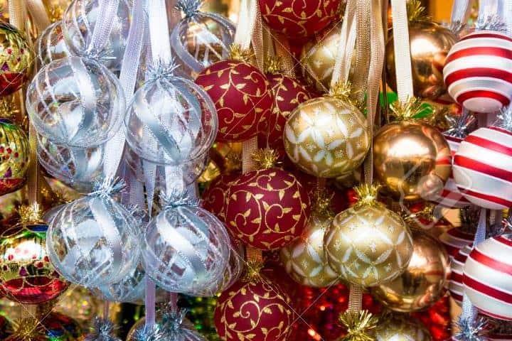 mercado-de-navidad-decoracion-navidena-coloridas-decoraciones-navidenas-1