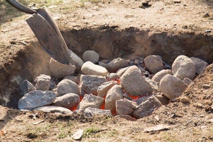 Calienta el horno con piedras volcánicas Foto: waatea news