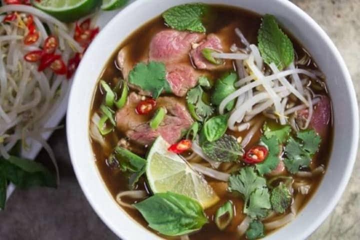 Bún Chả remojado en caldo es uno de los platillos de Gastro de Vietnam que tienes que probar. Foto: Archivo