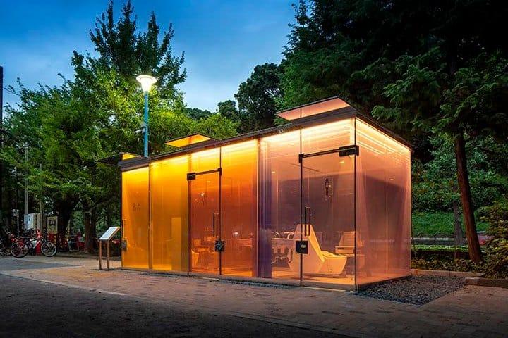 ¿Ocuparías uno de los baños transparentes? Foto: La Tercera