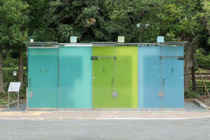 Baños transparentes de Tokio. Foto: Teknófilo