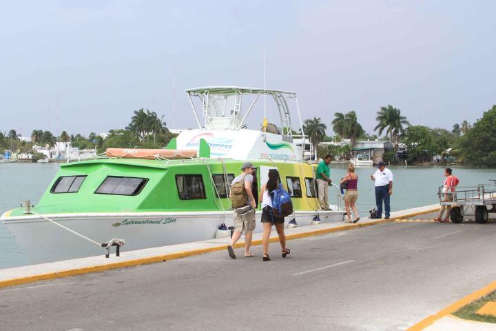 Fuimos en barco hacia nuestro destino en nuestro viaje familiar a Cancún. Foto: Sipse
