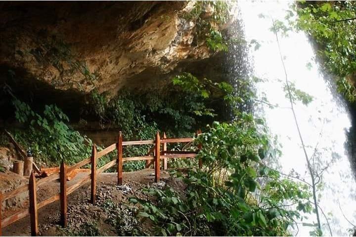 ¿Ya caminante detrás de una cascada? Foto: Cabañas y Cascadas de Aconco
