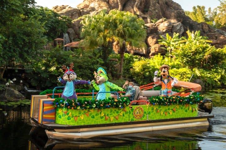 Chip 'n' Dale en Animal Kingdom celebran la Navidad en Disney World Resort. Foto: Archivo