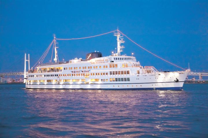 Crucero Royal Wings por Bahía Ha-Long de Vietnam. Foto: kkday