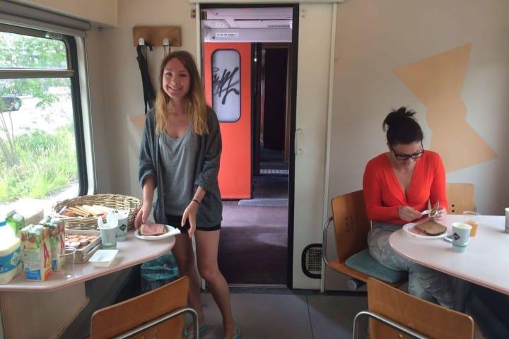 ¿Un desayuno en el tren? Foto: Train Lodge