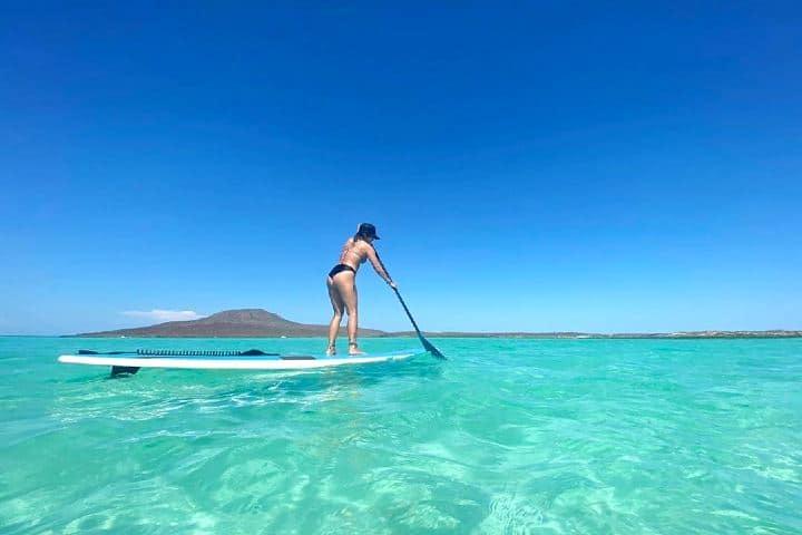 Disfrutando las bondades de la isla. Imagen: caroverdelimon