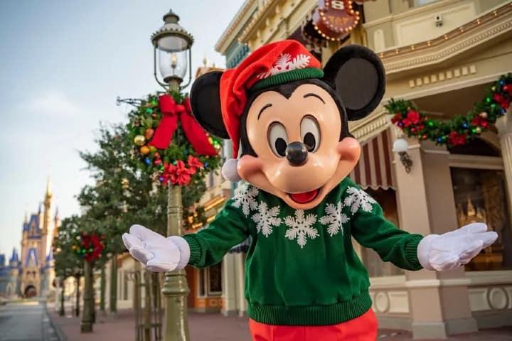 Una navidad Disney World, en Magic Kingdom Mickey te recibirá. Foto: WDW News Today