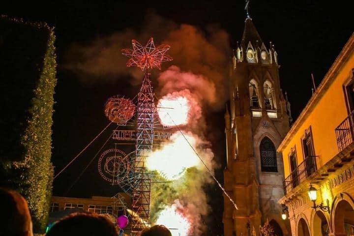 La quema de los castillos en la Feria de Moroleón, Guanajuato es una tradición. Foto: moroleon_guanajuato